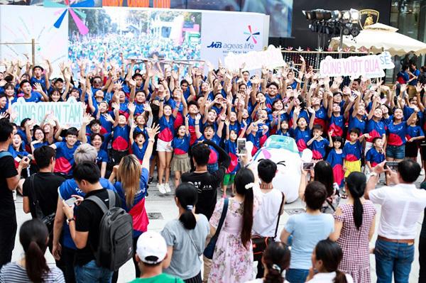 Hơn 100 gia đình Việt nhảy flashmob 'Cùng gắn kết'-4