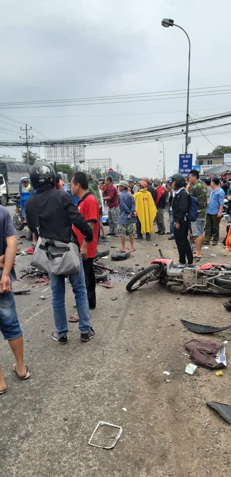 Xe container tông 18 xe máy dừng đèn đỏ ở Long An, 4 người chết, 23 bị thương-3