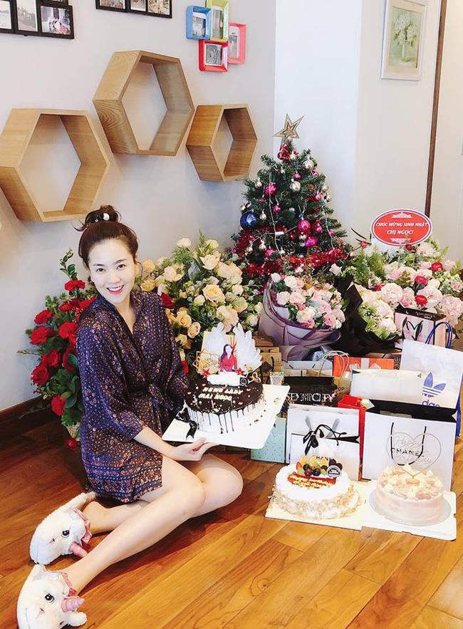 MC Mai Ngọc đón sinh nhật tuổi 28 đầy ý nghĩa, ngập trong quà và hoa, cũng là ngày chia tay bản tin thời tiết-1