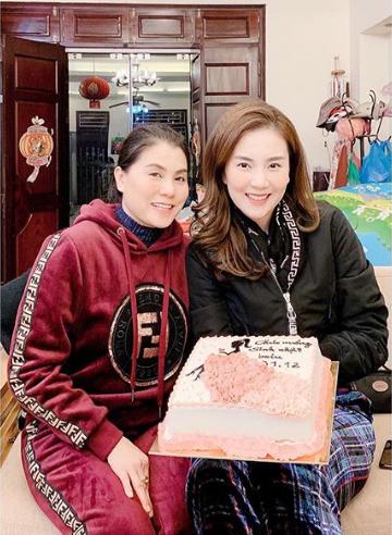 MC Mai Ngọc đón sinh nhật tuổi 28 đầy ý nghĩa, ngập trong quà và hoa, cũng là ngày chia tay bản tin thời tiết-3