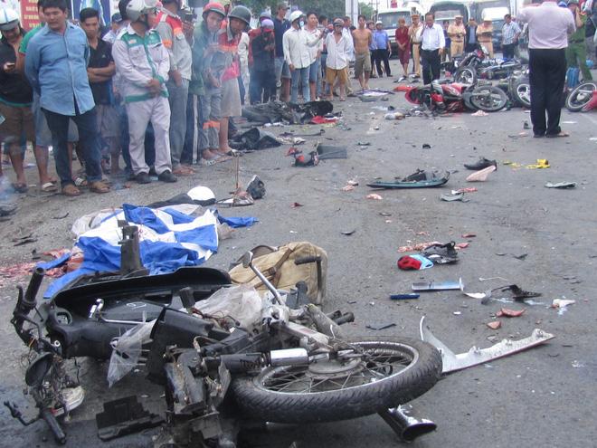 NÓNG:Tài xế xe container gây tai nạn thảm khốc ở Long An ra trình diện-2