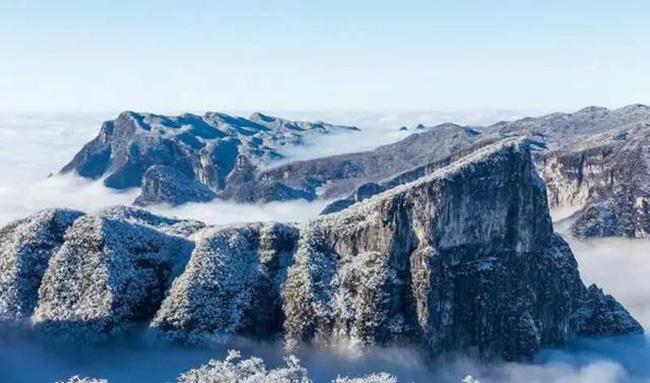 Du khách phấn khích trước cảnh tượng băng tuyết phủ trắng Trương Gia Giới-4