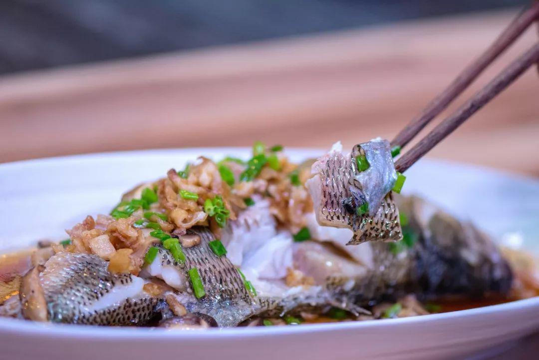 Mẹ chồng thích mê món cá hấp có mùi thịt gà, chị em phổng mũi vì được khen dâu đảm-9