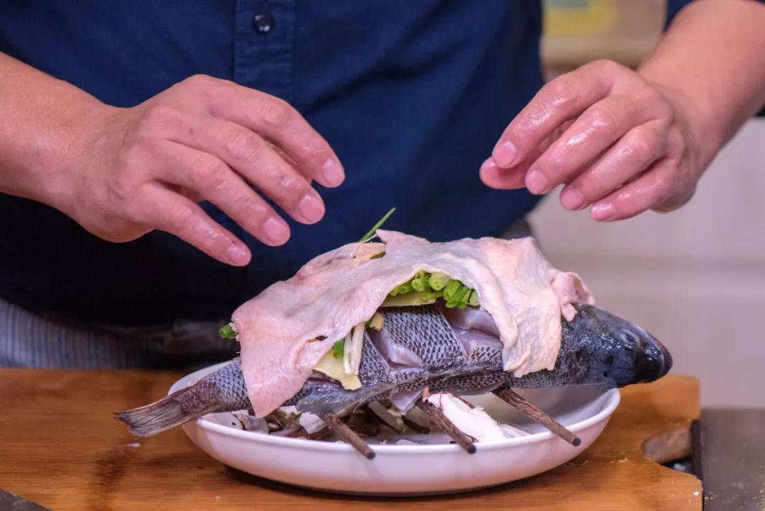Mẹ chồng thích mê món cá hấp có mùi thịt gà, chị em phổng mũi vì được khen dâu đảm-5