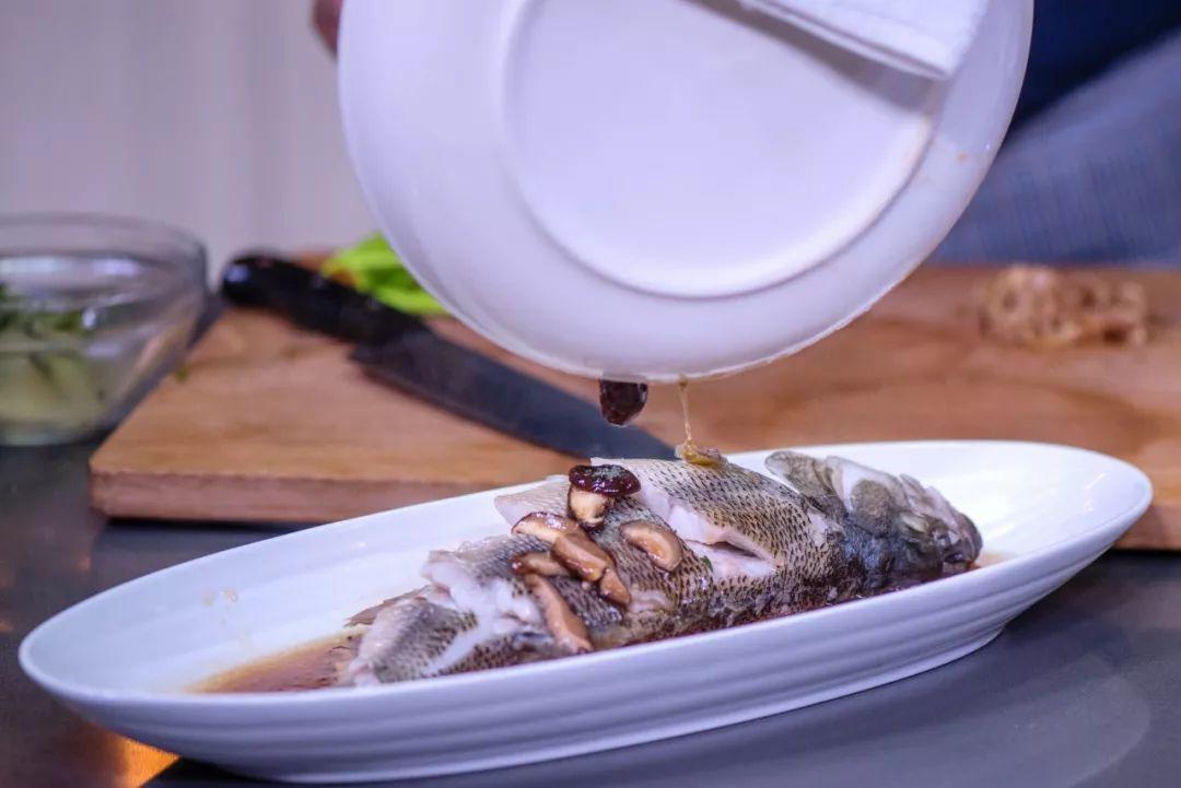 Mẹ chồng thích mê món cá hấp có mùi thịt gà, chị em phổng mũi vì được khen dâu đảm-7