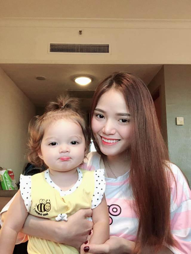 Cô gái Việt nhận lời yêu dù từng không ưa doanh nhân Canada, giờ lãi con gái lai cực xinh-1