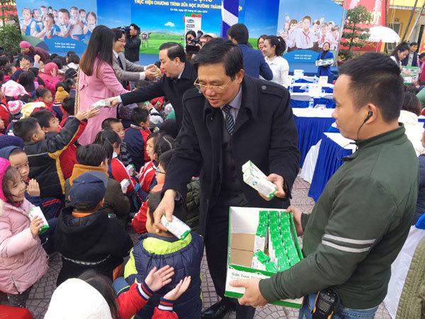 Chính thức triển khai chương trình Sữa học đường tại Hà Nội-2