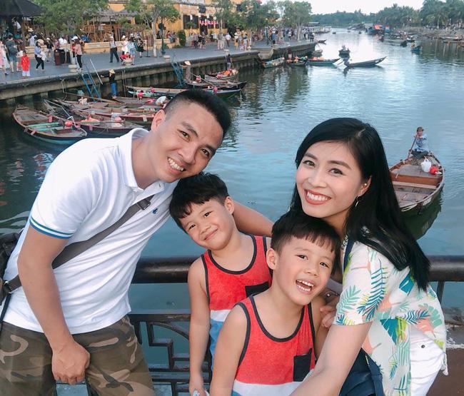 Khép lại 1 năm đầy thị phi, MC Hoàng Linh hớn hở chào 2019 hạnh phúc bên chồng sắp cưới-1