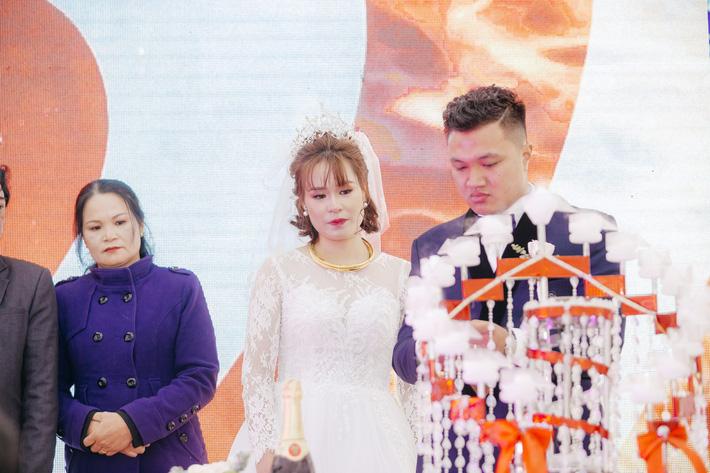 Hoa khôi bóng bàn Nguyễn Thị Nga về chung một nhà với cựu đội trưởng của Quang Hải, Đình Trọng-6