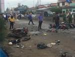 Người đàn ông mặc áo Grab đang đi xe máy bất ngờ ngã gục giữa đường, tử vong tại chỗ-3