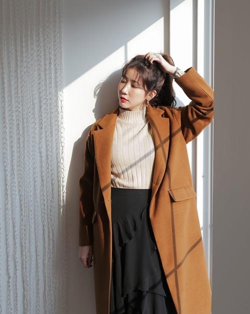 5 kiểu mặc layer với áo len để nàng công sở vừa ấm vừa xinh-1