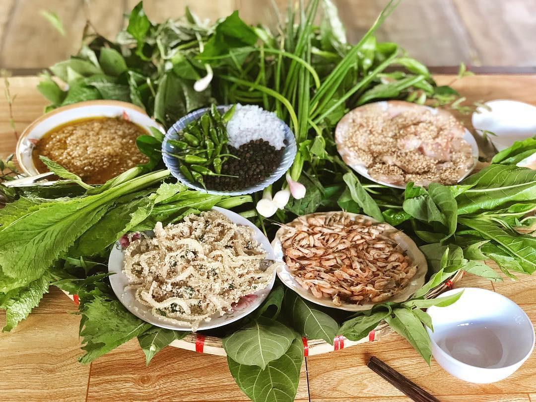 Kon Tum có 1 loại gỏi cuốn chung tới hơn 30 loại lá và là một đặc sản nức tiếng vùng Tây Nguyên-1