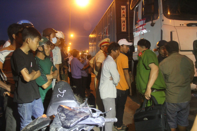 Một ngày sau tai nạn thảm khốc ở Long An: ám ảnh cho người ở lại, con đường xuống cấp nghiêm trọng-6