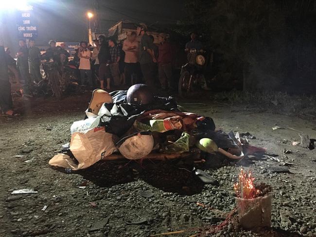 Một ngày sau tai nạn thảm khốc ở Long An: ám ảnh cho người ở lại, con đường xuống cấp nghiêm trọng-7