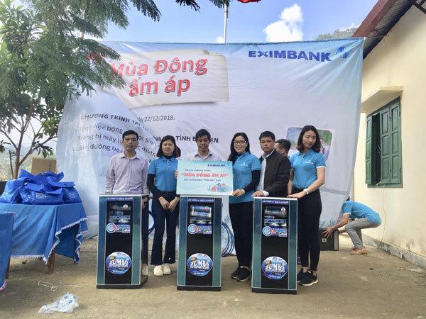 Eximbank tặng quà học sinh nghèo tỉnh Bắc Kạn-2