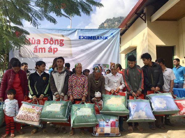 Eximbank tặng quà học sinh nghèo tỉnh Bắc Kạn-3