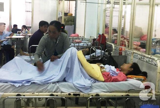 Nữ sinh lâm nạn vụ container tông hàng chục người thương vong: Xe máy gãy làm đôi, áo mưa rách từ trắng thành màu đỏ-3