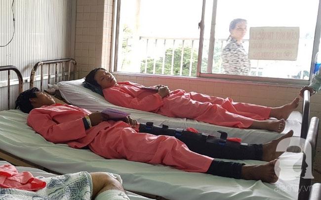 Nữ sinh lâm nạn vụ container tông hàng chục người thương vong: Xe máy gãy làm đôi, áo mưa rách từ trắng thành màu đỏ-5