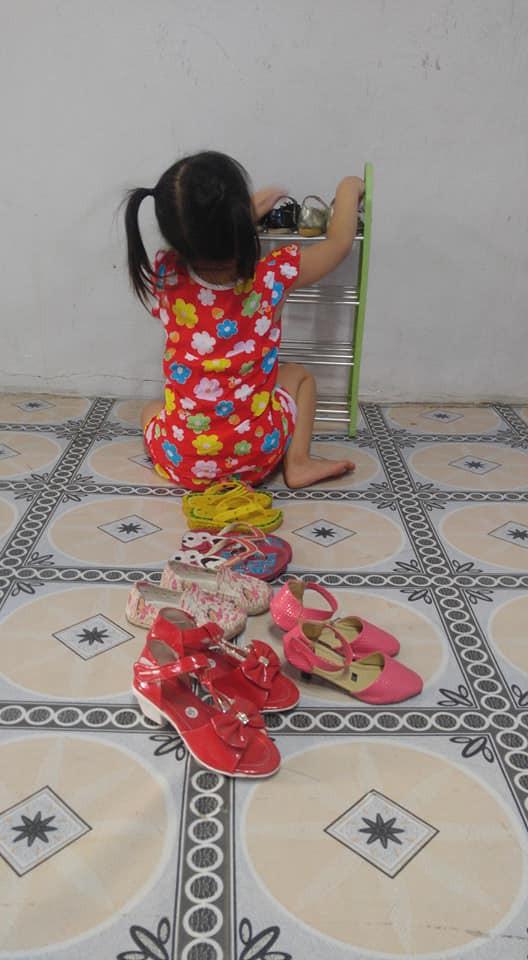 Dạy con làm việc nhà từ năm 2 tuổi, 4 tuổi bé gái đã biết làm mọi việc giúp mẹ, ai cũng phải trầm trồ-6