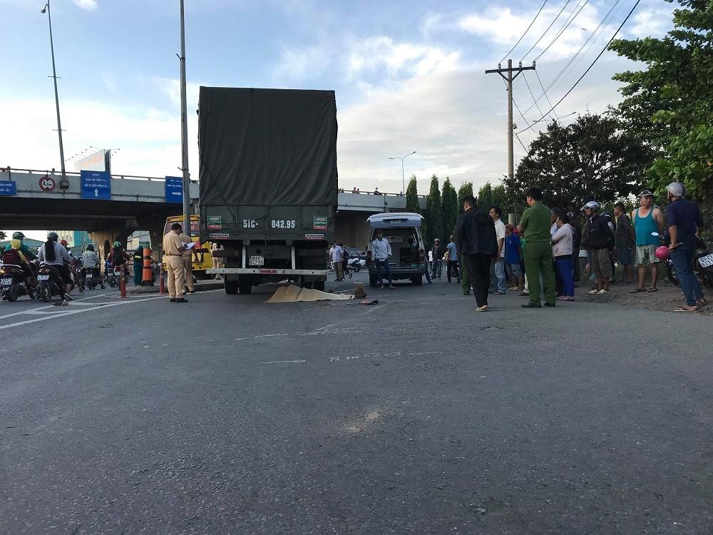 Đi khám thai, người phụ nữ bị xe tải cán chết ở vòng xoay Sài Gòn-1