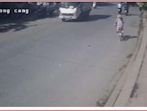 Video: Phóng xe đạp bất cẩn, một phụ nữ bị container cuốn vào gầm