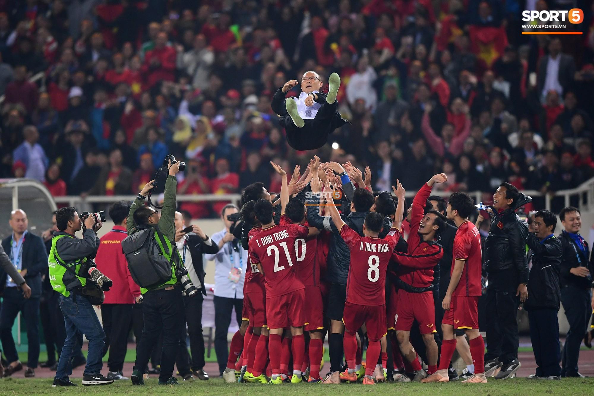 HLV Park Hang Seo bước sang tuổi 60: Từ sinh viên nghiên cứu thảo mộc đến huyền thoại bóng đá Việt Nam-31