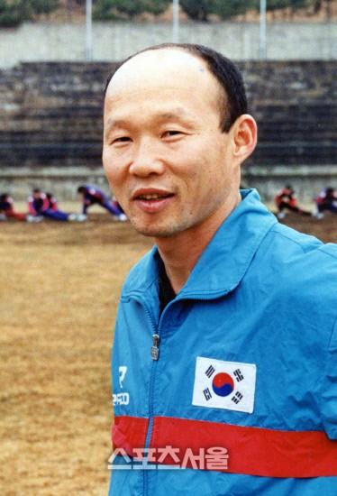 HLV Park Hang Seo bước sang tuổi 60: Từ sinh viên nghiên cứu thảo mộc đến huyền thoại bóng đá Việt Nam-4