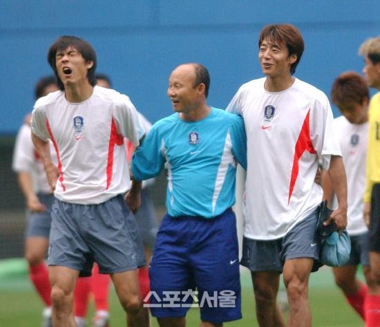 HLV Park Hang Seo bước sang tuổi 60: Từ sinh viên nghiên cứu thảo mộc đến huyền thoại bóng đá Việt Nam-8