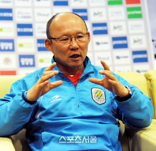 HLV Park Hang Seo bước sang tuổi 60: Từ sinh viên nghiên cứu thảo mộc đến huyền thoại bóng đá Việt Nam-9