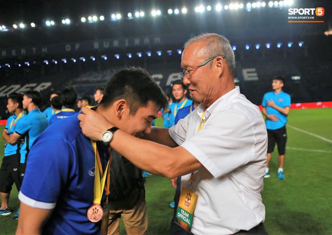 HLV Park Hang Seo bước sang tuổi 60: Từ sinh viên nghiên cứu thảo mộc đến huyền thoại bóng đá Việt Nam-17