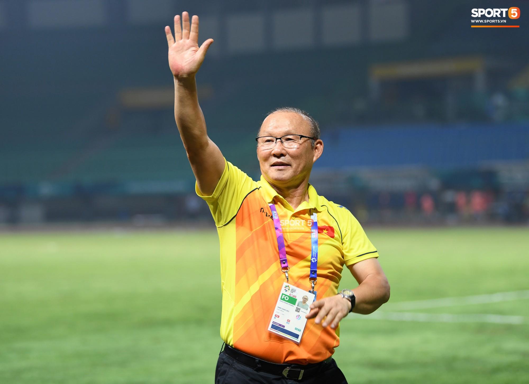 HLV Park Hang Seo bước sang tuổi 60: Từ sinh viên nghiên cứu thảo mộc đến huyền thoại bóng đá Việt Nam-32