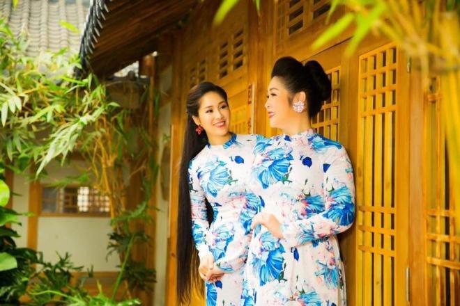 Hai mẹ con NSND Hồng Vân và Lê Phương cực tình cảm trong bộ ảnh áo dài-13