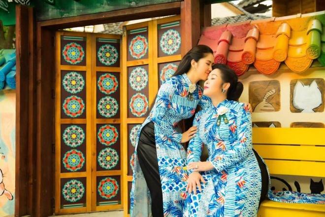 Hai mẹ con NSND Hồng Vân và Lê Phương cực tình cảm trong bộ ảnh áo dài-3