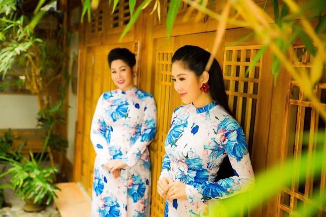 Hai mẹ con NSND Hồng Vân và Lê Phương cực tình cảm trong bộ ảnh áo dài-4