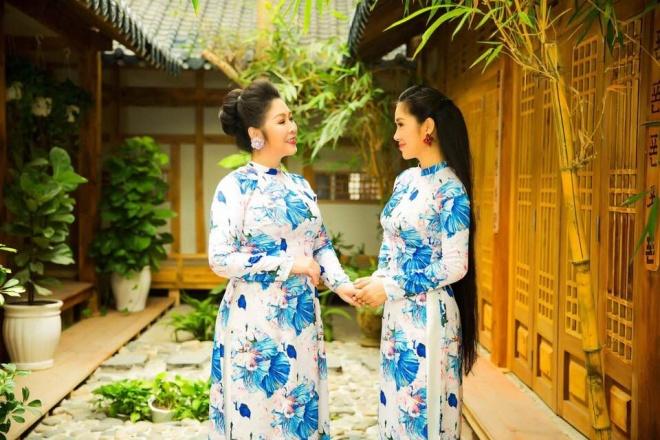 Hai mẹ con NSND Hồng Vân và Lê Phương cực tình cảm trong bộ ảnh áo dài-5