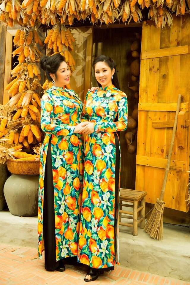 Hai mẹ con NSND Hồng Vân và Lê Phương cực tình cảm trong bộ ảnh áo dài-8