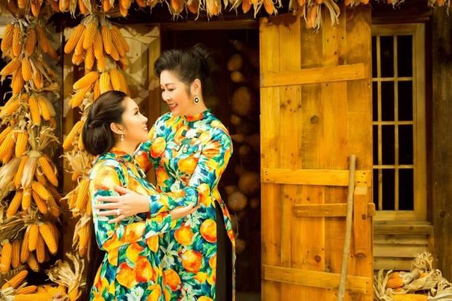 Hai mẹ con NSND Hồng Vân và Lê Phương cực tình cảm trong bộ ảnh áo dài-9