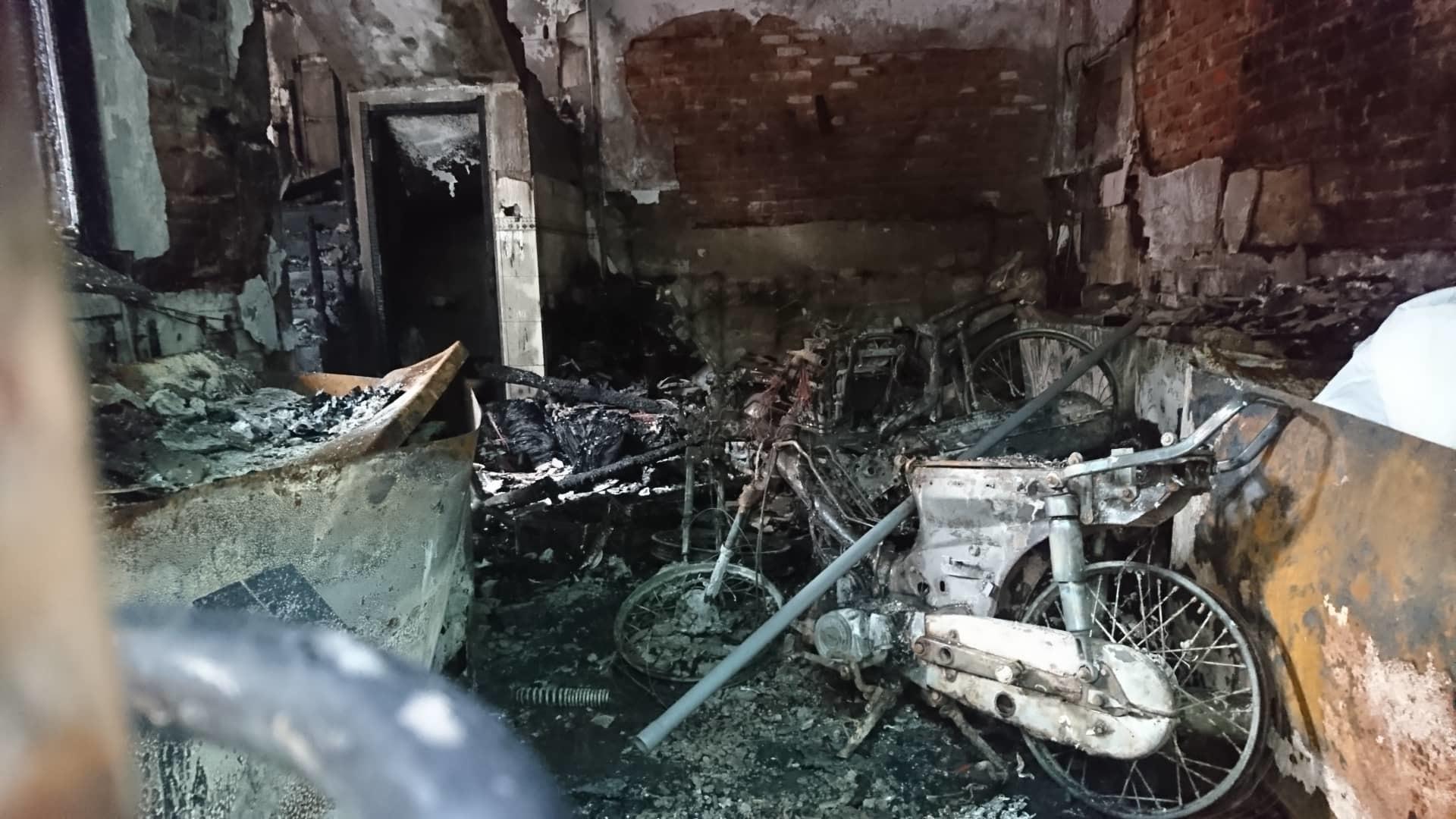 Hà Nội: Cháy nhà lúc rạng sáng, nhiều người nhập viện-2
