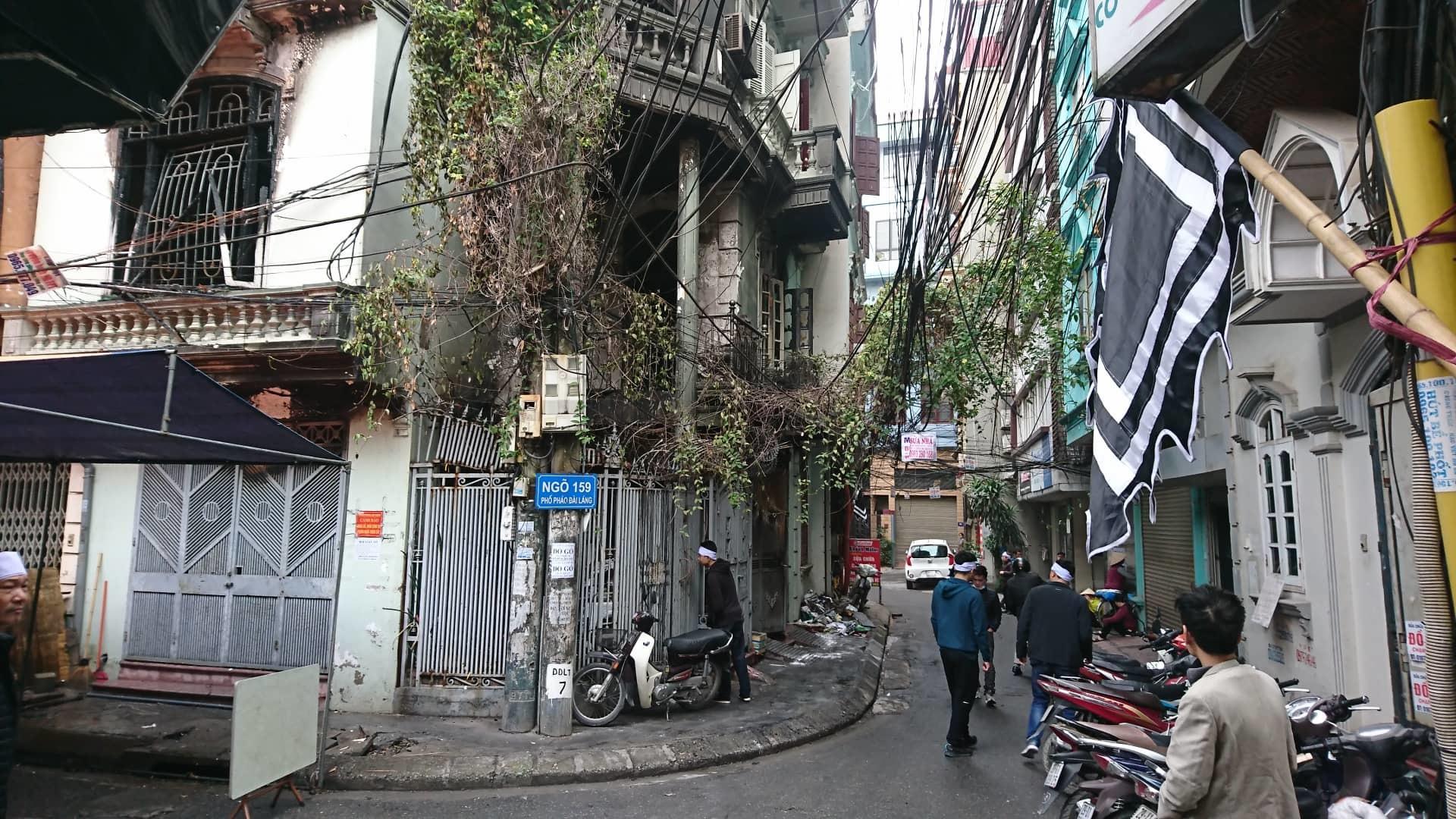 Hà Nội: Cháy nhà lúc rạng sáng, nhiều người nhập viện-5
