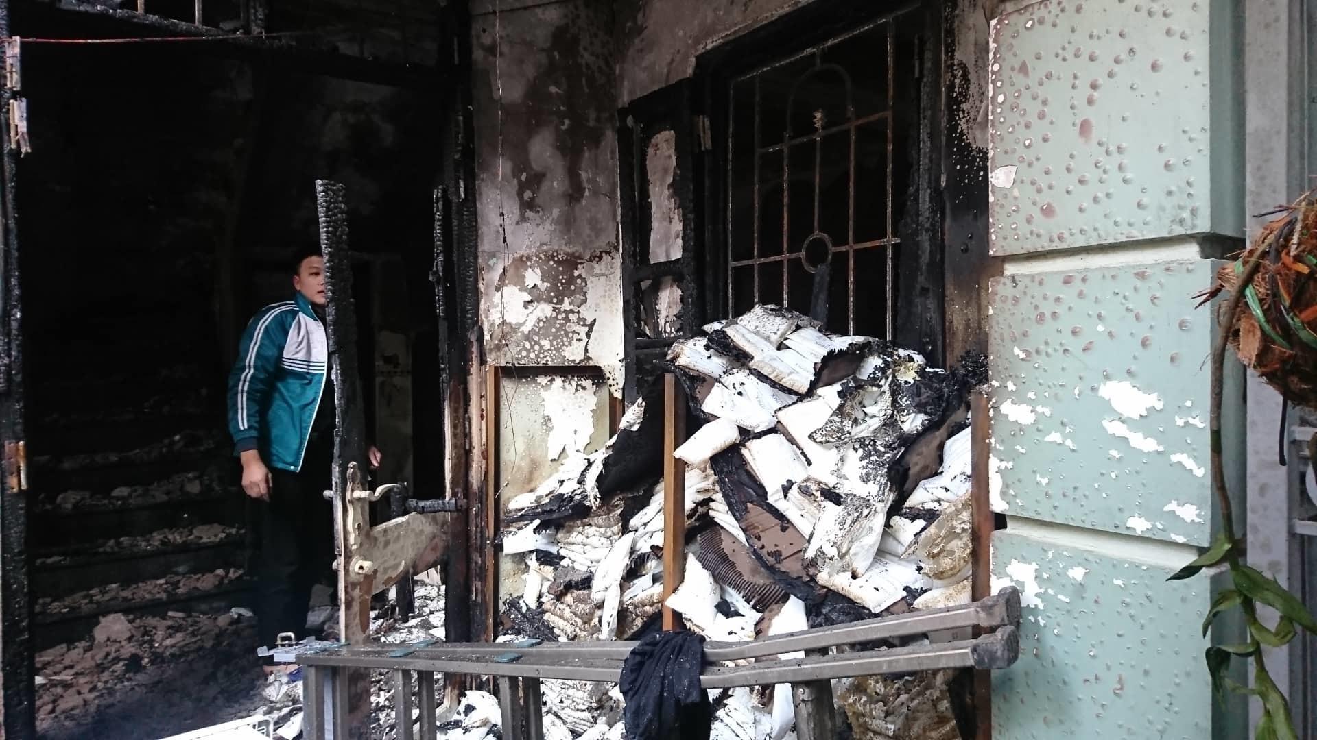 Hà Nội: Cháy nhà lúc rạng sáng, nhiều người nhập viện-3