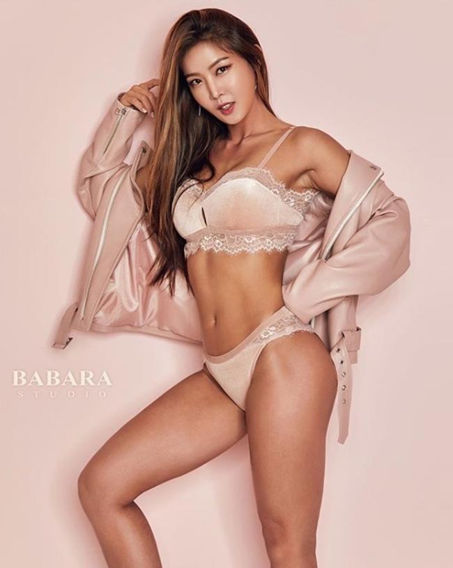 3 người đẹp Hàn Quốc sở hữu cơ bắp cuồn cuộn đàn ông cũng phải e dè-4