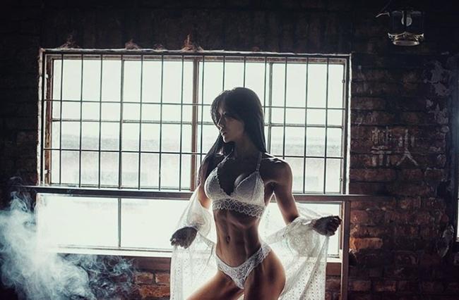 3 người đẹp Hàn Quốc sở hữu cơ bắp cuồn cuộn đàn ông cũng phải e dè-16