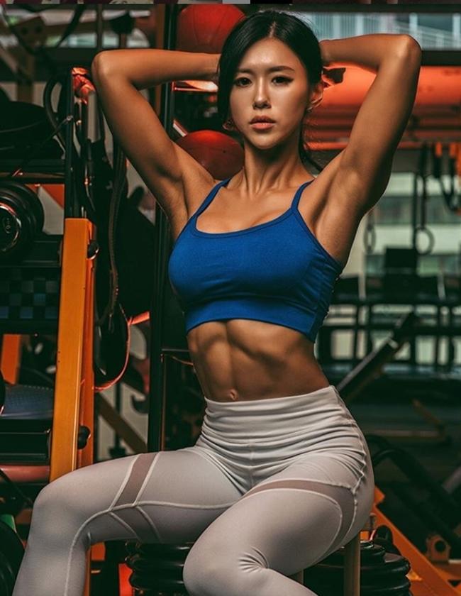3 người đẹp Hàn Quốc sở hữu cơ bắp cuồn cuộn đàn ông cũng phải e dè-18