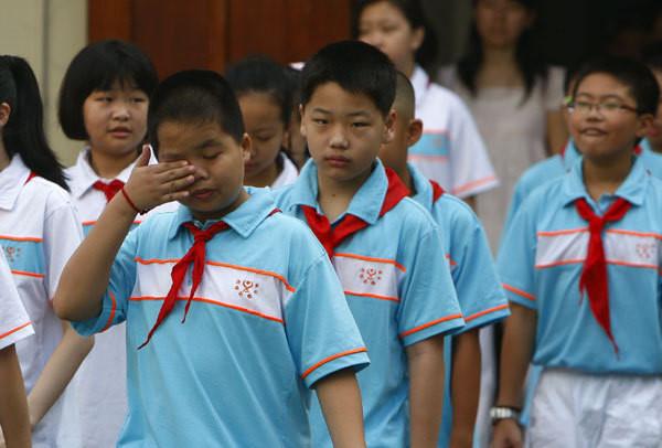 Học sinh đột tử và thế hệ mang trên lưng gánh nặng bài tập về nhà-2