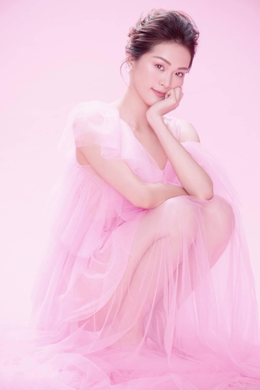 Hạ Vy đẹp mong manh trong sắc hồng của Đỗ Mạnh Cường-3