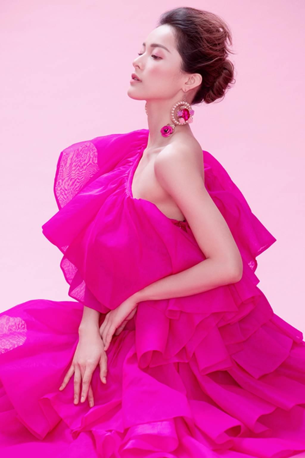 Hạ Vy đẹp mong manh trong sắc hồng của Đỗ Mạnh Cường-12