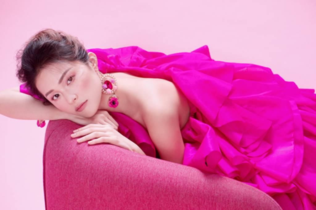 Hạ Vy đẹp mong manh trong sắc hồng của Đỗ Mạnh Cường-13