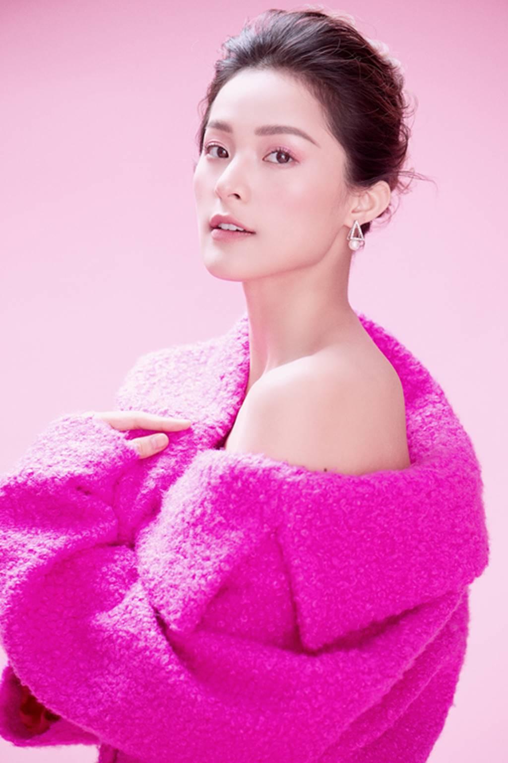 Hạ Vy đẹp mong manh trong sắc hồng của Đỗ Mạnh Cường-15