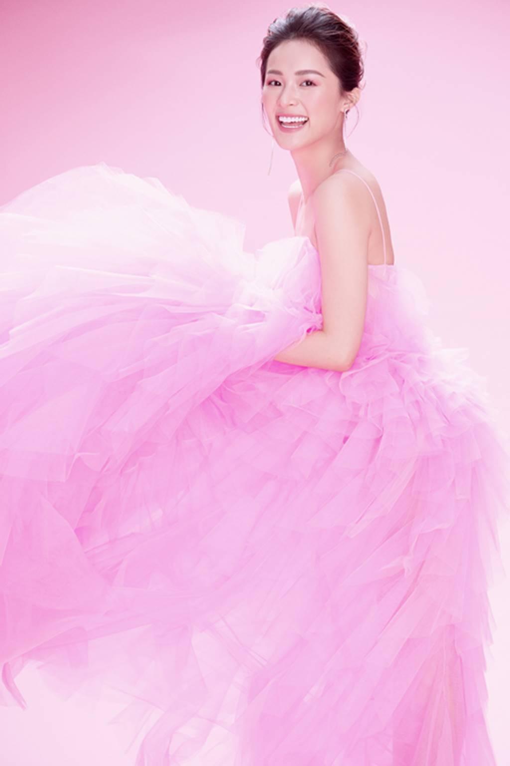 Hạ Vy đẹp mong manh trong sắc hồng của Đỗ Mạnh Cường-8