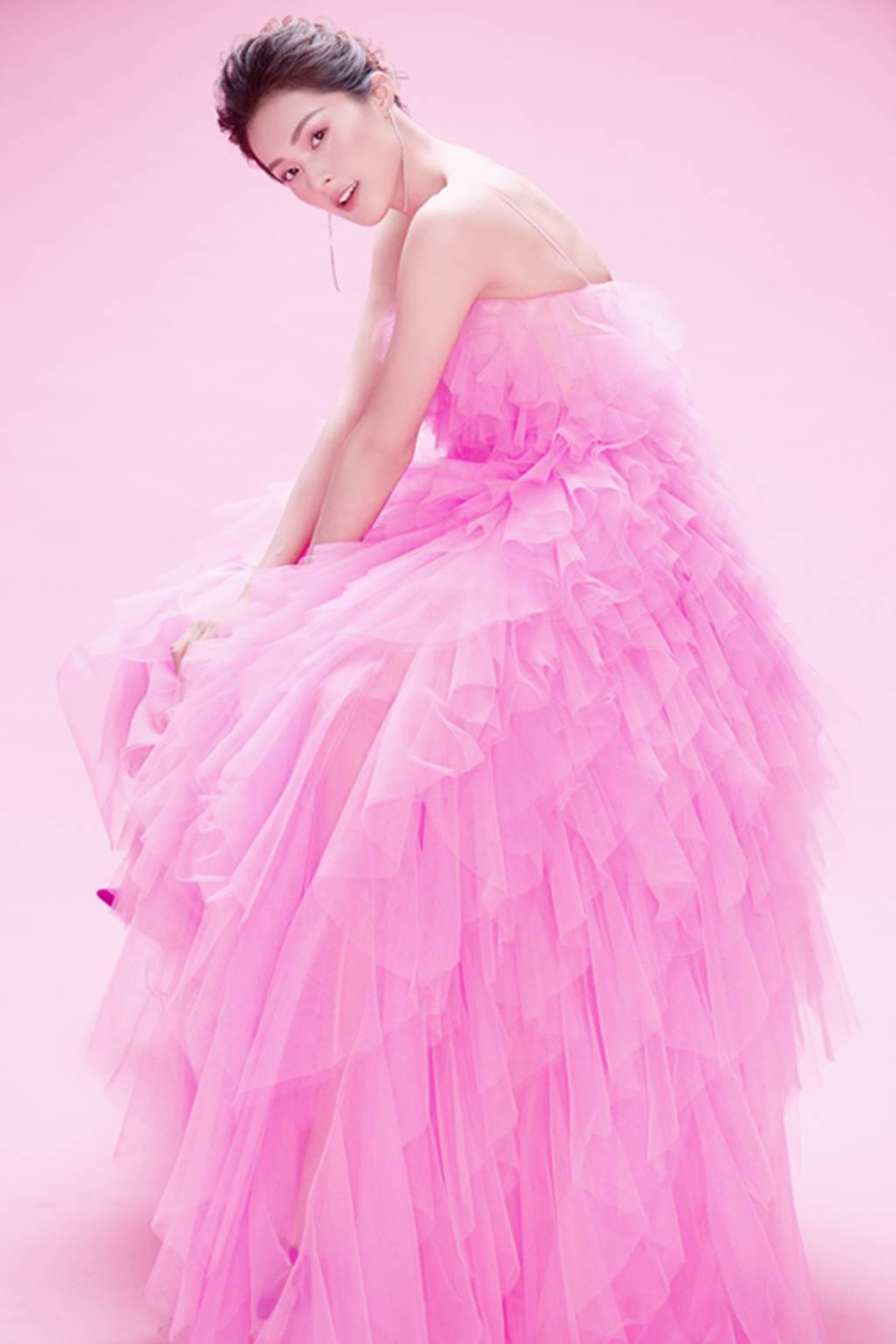 Hạ Vy đẹp mong manh trong sắc hồng của Đỗ Mạnh Cường-9